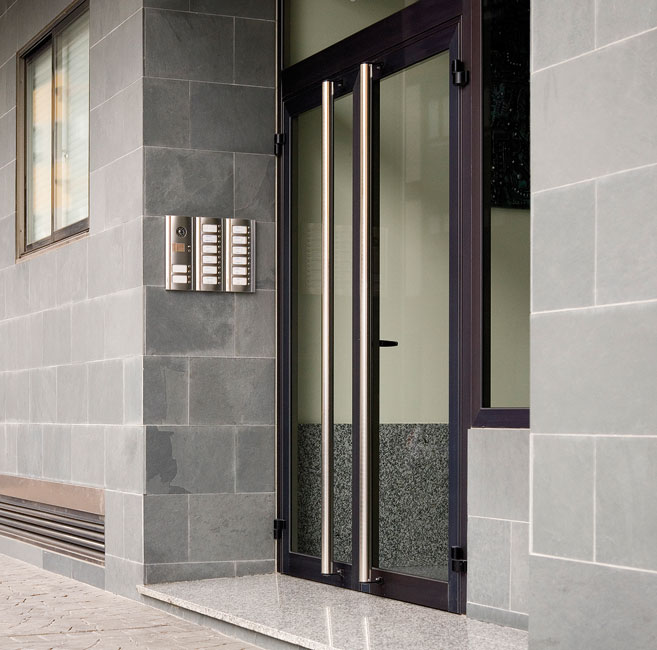 Puertas de entrada ventanas k line ventanas de aluminio for Modelos de puertas de aluminio blanco